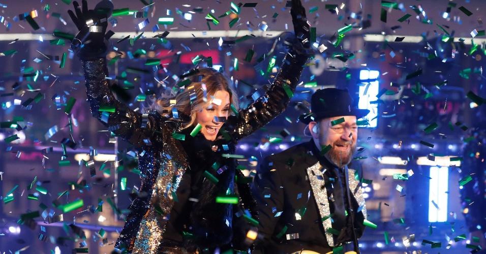 Jennifer Nettles e Kristian Bush, da banda Sugarland, cantam na virada em Nova York