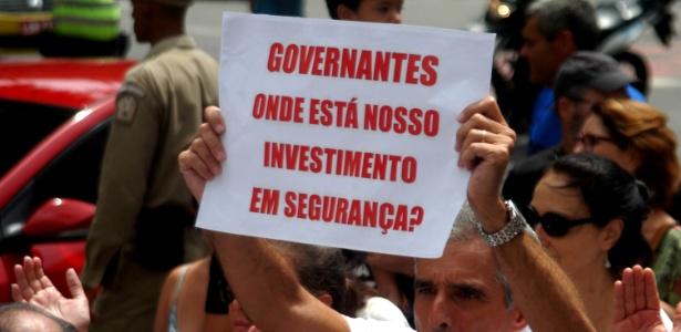Moradores da zona sul realizam protesto pedindo paz e fim da violência