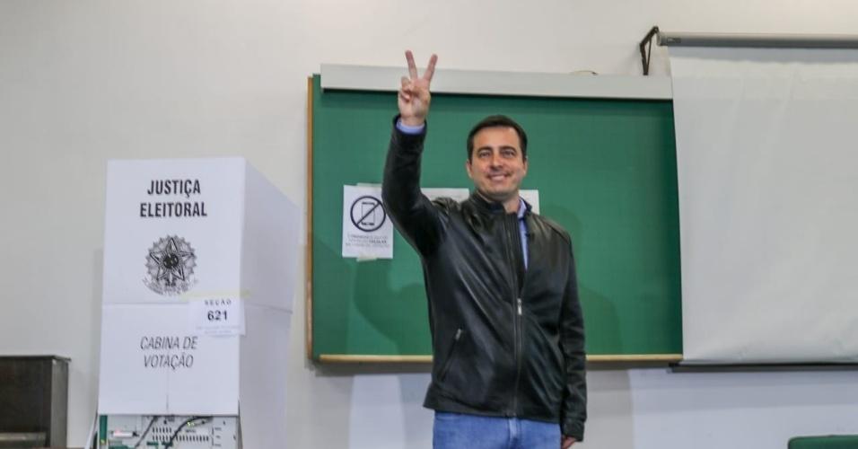 João Arruda vota em Curitiba confiando no segundo turno