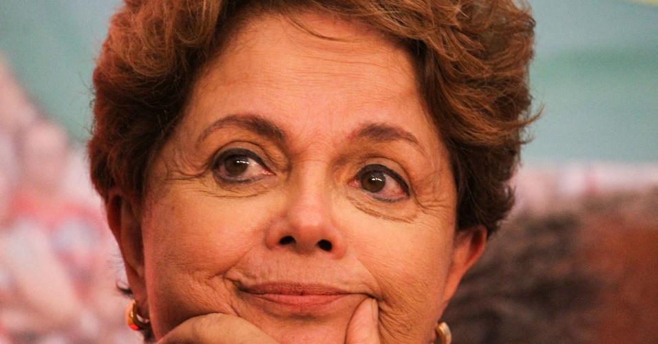 28.out.2018 - A ex-presidente Dilma Rousseff comparece ao discurso candidato derrotado à Presidência da República, Fernando Haddad, após discurso para a militância no hotel Pestana, na região centro-sul de São Paulo
