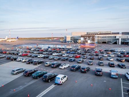 Coronavírus: Sem aviões pela pandemia, pátio de aeroporto vira um ...