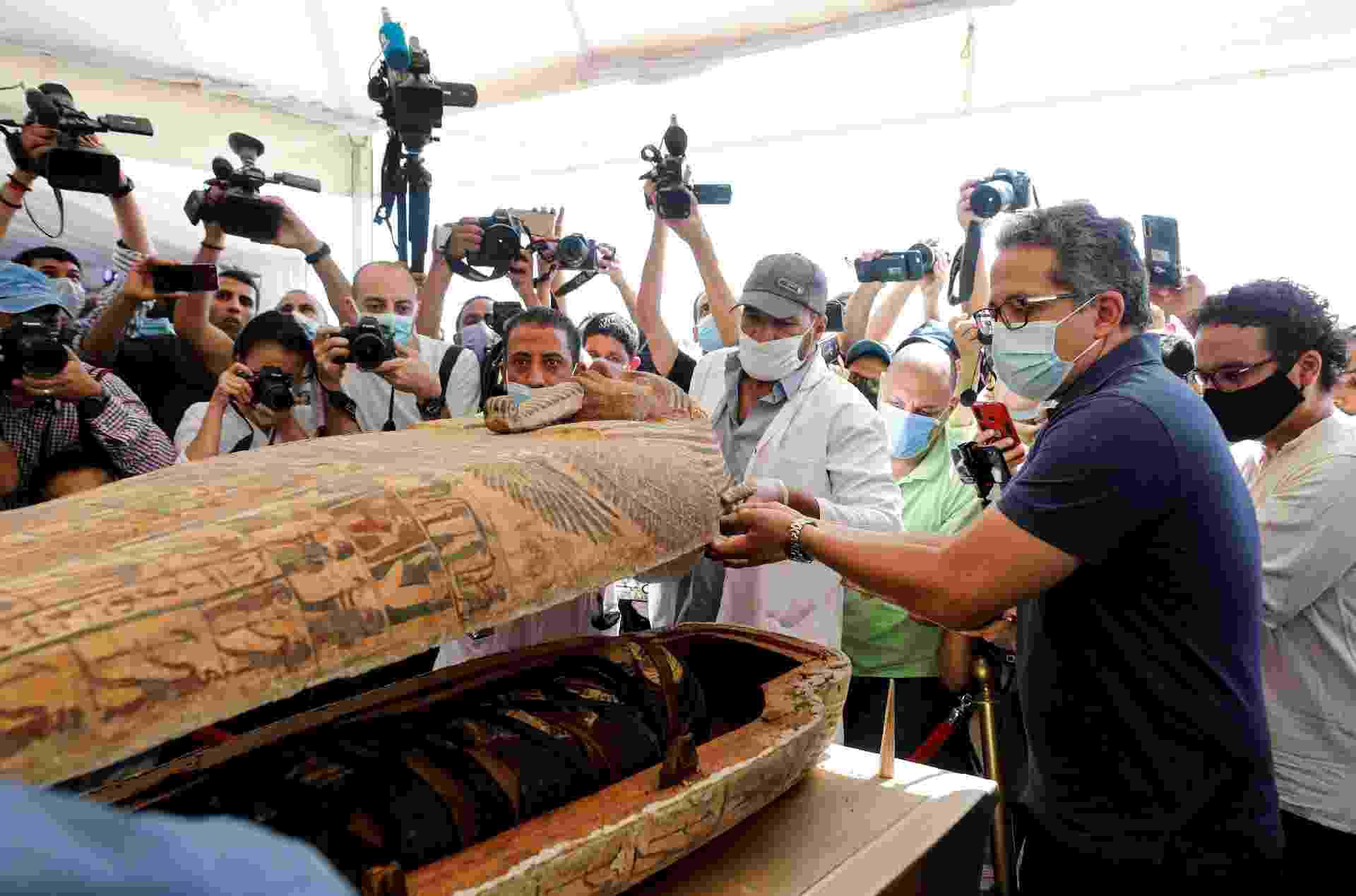 Egito descobre 59 sarcófagos de 2,6 mil anos em perfeitas condições - Múmias praticamente intactas pertencem a sacerdotes e oficiais e estavam enterradas em tumbas verticais - MOHAMED ABD EL GHANY/REUTERS
