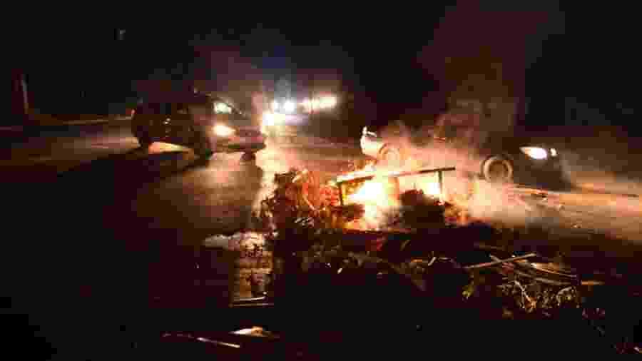 Protesto de moradores em rua de Macapá após apagão na cidade e que atinge outros municípios do Amapá - GABRIEL PENHA/PHOTOPRESS/ESTADÃO CONTEÚDO