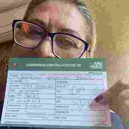 Jussara mostra o comprovante de vacinação com a Janssen, com data de junho - Reprodução/Instagram - Reprodução/Instagram