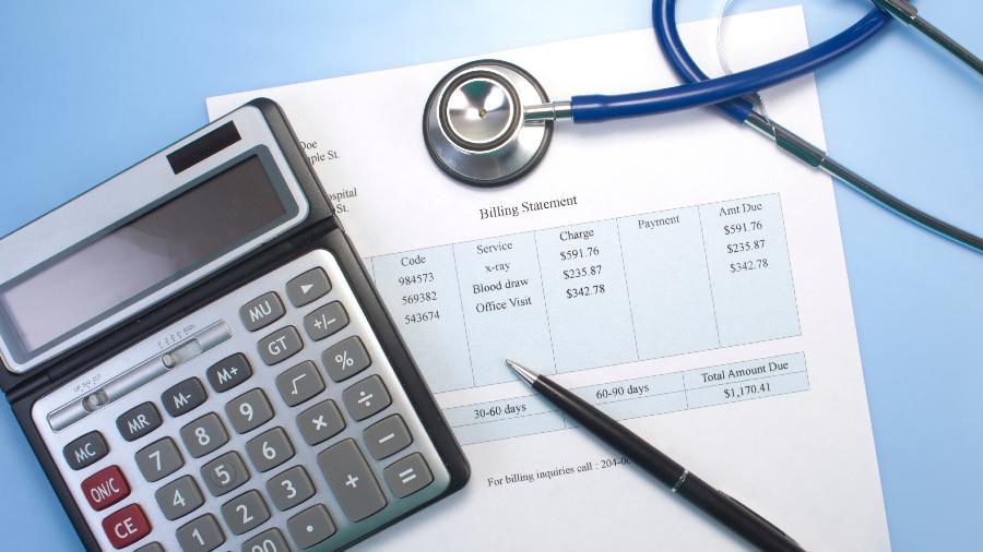 A prática consiste em induzir que pessoas físicas constituam uma empresa apenas para conseguirem fazer um plano de saúde - iStock