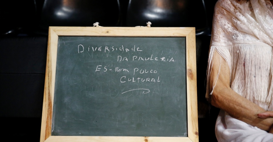 """""""Gosto da diversidade que se mantem em alguns lugares de São Paulo. Higienópolis, por exemplo, ainda é um lugar bastante cultural. Lá ainda se cultivam teatros, lugares onde se vive a arte""""."""