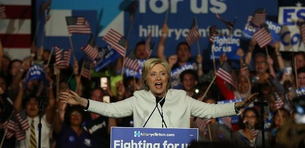 """Hillary definiu Pence como """"o candidato a vice-presidente mais extremista em uma geração"""""""