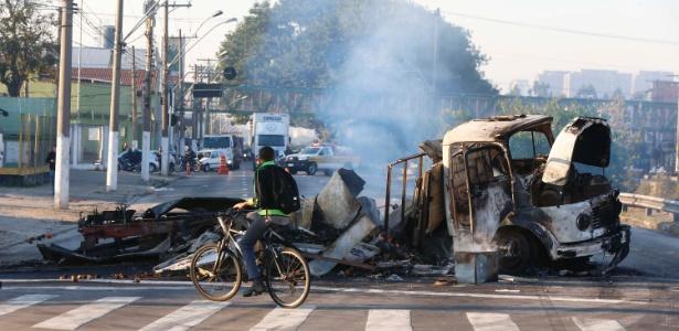 Caminhão foi incendiado na avenida dos Estados