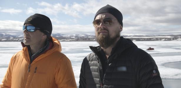 """DiCaprio visitou o arquipélago Ártico Canadense e descobriu que o gelo que anteriormente era rígido hoje parece com """"raspadinha"""" de sorvete"""