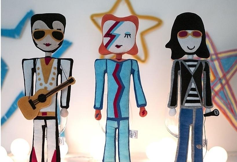 A Bololofos cria bonecos inspirados em desenhos de crianças e também lançou uma linha de bonecos super star com artistas como Elvis Presley, David Bowie e Joey Ramone
