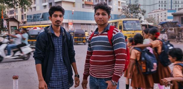 Jayesh Dubey e Pawan Poojary, que trabalharam em um call center especializado em dar golpes nos EUA