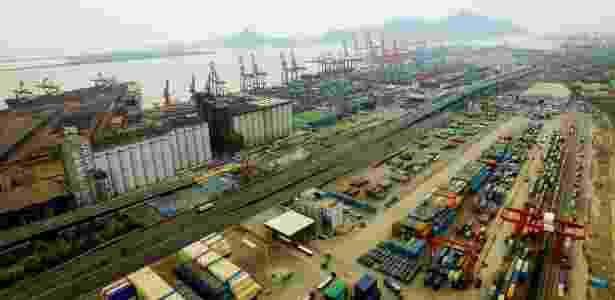Imagem aérea de terminal no porto Lianyungang, na província Jiangsu, na China - Han Yuqing/ Xinhua