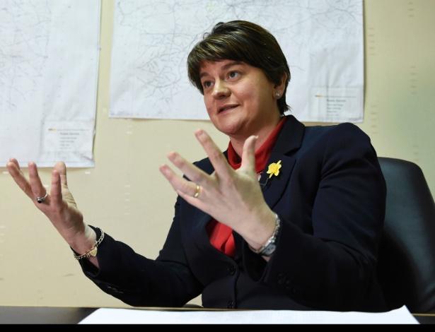 Ex-ministra principal Arlene Foster, que perdeu o posto após renúncia de McGuinness