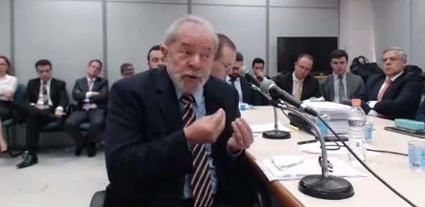 13.set.2017 - O ex-presidente Lula durante depoimento ao juiz Sergio Moro em Curitiba