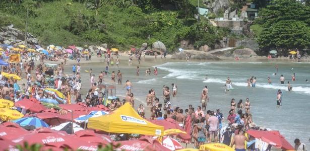 29.jan.2018 - Banhistas aproveitam tarde de sol na praia da Joaquina, em Florianópolis, Santa Catarina