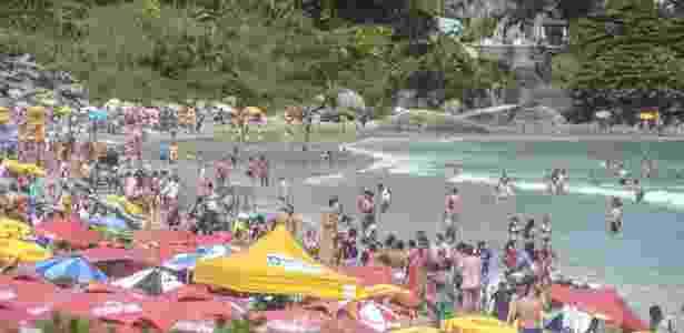 29.jan.2018 - Banhistas aproveitam tarde de sol na praia da Joaquina, em Florianópolis, Santa Catarina - Eduardo Valente/ Framephoto/ Estadão Conteúdo