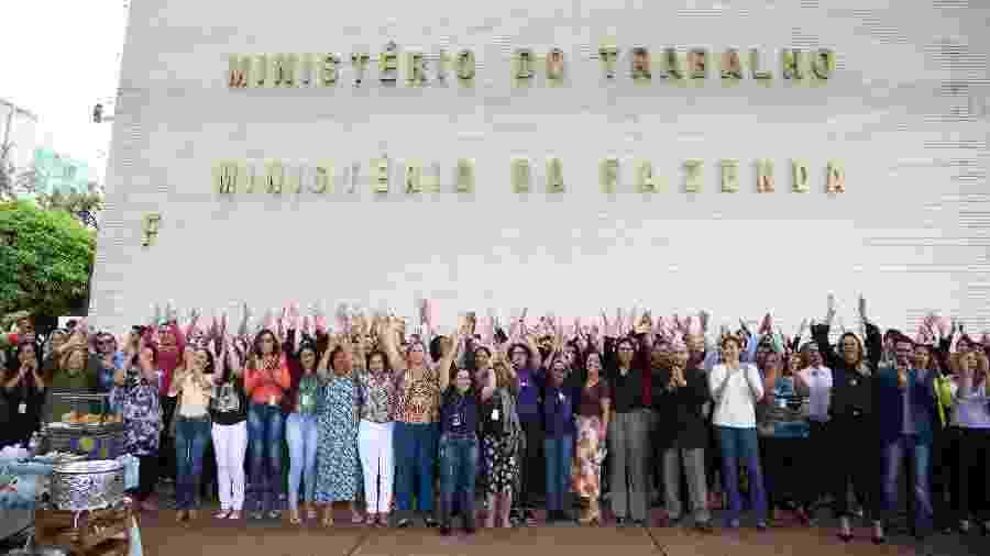 Servidores do Ministério do Trabalho protestam em frente ao edifício-sede contra o fim da pasta - Edu Andrade/Divulgação/MTE
