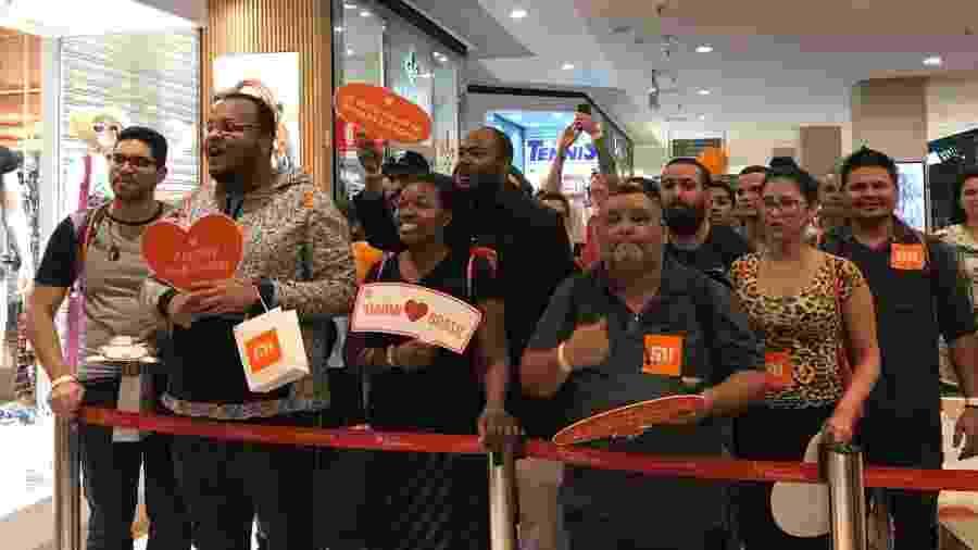 Fãs faziam a festa minutos antes da loja da Xiaomi abrir - Bruna Souza Cruz/UOL