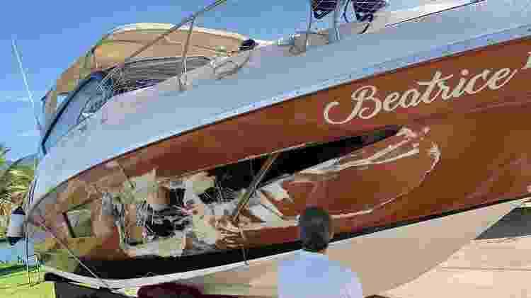 Lancha Beatrice II ficou danificada após bater em outra no canal de Bertioga - Arquivo pessoal