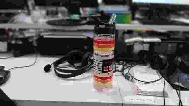 Com a câmera principal, modo retrato tem bons resultados até em fotos de objetos como essa garrafa - Rodrigo Trindade/UOL