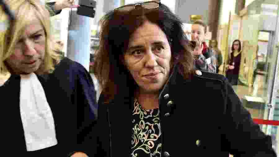 12.nov.2018 - Rosa Maria Da Cruz e sua advogada Chrystele Chassagne-Delpech durante julgamento em 2018 - Georges Gobet/AFP