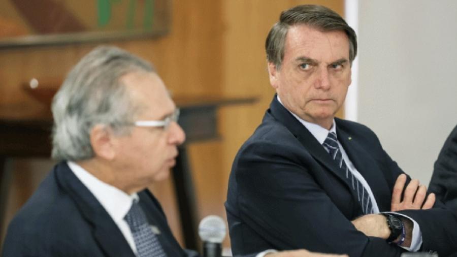 Paulo Guedes fala, observado por Bolsonaro - Foto: Marcos Corrêa/PR/Flickr