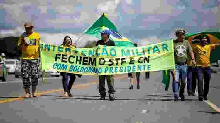 Ato na capital federal estava repleto de cartazes contra a democracia - SERGIO LIMA/AFP e Getty Images - SERGIO LIMA/AFP e Getty Images