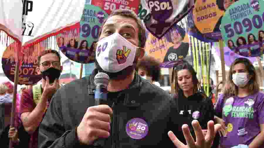 16 out. 2020 - Guilherme Boulos (Psol) faz campanha na Praça Roosevelt, no centro de São Paulo - ROBERTO CASIMIRO/FOTOARENA/ESTADÃO CONTEÚDO