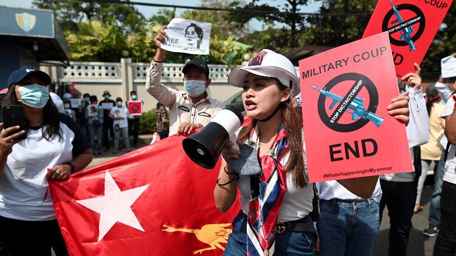 Manifestantes protestam contra golpe militar em Mianmar - REUTERS/Stringer
