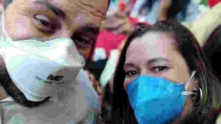Guilherme Boulos (PSOL) faz selfie com Heloísa, filha de Olavo de Carvalho que se filiou ao PT - Reprodução/Twitter - Reprodução/Twitter