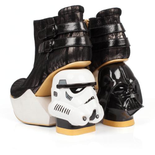 """A marca de sapatos londrina Irregular Choice criou vários modelos inspirados em Star Wars. O modelo """"The Death Star"""" é vendido no site da loja por 275 libras (cerca de R$ 1.570)"""