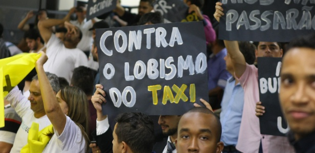 Defensores do Uber protestam na Câmara Municipal de Belo Horizonte