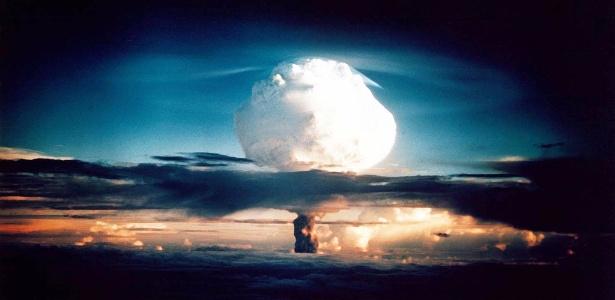 Teste de explosão de bomba H no atol de Enewetak, nas Ilhas Marshall, em 1º de novembro de 1952 - Departamento de Energia dos EUA via AFP - 29.out.2002