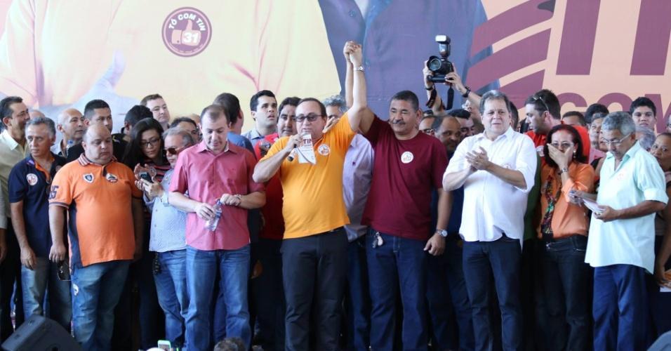 """4.ago.2016 - A coligação """"Para Humanizar Fortaleza"""", que inclui os partidos PHS, PT do B, PMN e PRP, oficializou o nome do deputado estadual Tin Gomes (PHS) como candidato a prefeito e Nilton Araújo (PT do B), como vice"""