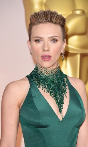 Scarlett Johansson na festa do Oscar em 2015