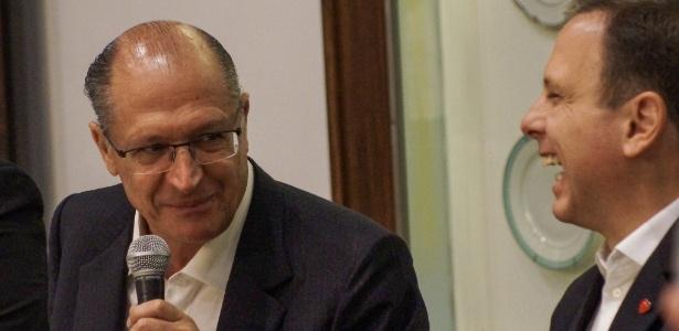 Geraldo Alckmin e João Doria durante coletiva no Palácio dos Bandeirantes, em abril