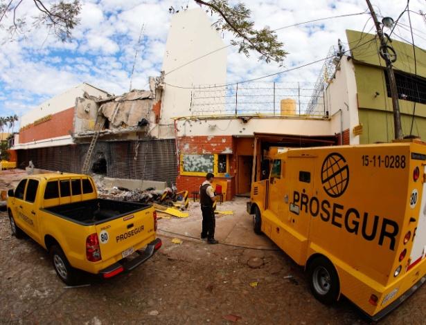 24.abr.2017 - Ladrões invadiram a sede da transportadora de valores Prosegur e fugiram com US$ 40 milhões (o equivalente a mais de R$ 120 milhões), em Ciudad del Este, no Paraguai - Kiko Sierich / Futura Press/ Estadão Conteúdo