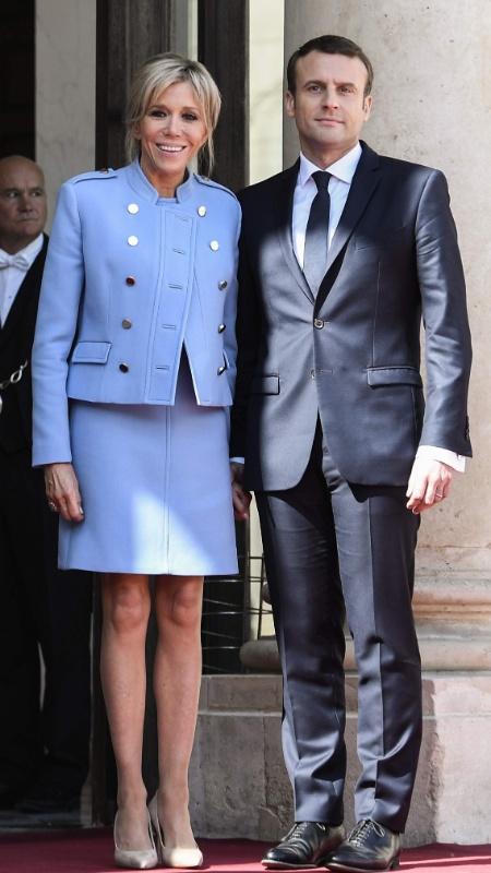 Brigitte Macron, ao lado de seu marido Emmannuel, o novo presidente da França - Stephane de Sakutin/AFP