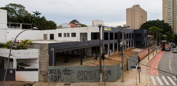 20.dez.2016 - Terreno na rua Doutor Haberbeck Brandão, em Moema, na zona sul de São Paulo, que teria sido oferecido para o Instituto Lula mas que acabou não sendo usado pela entidade