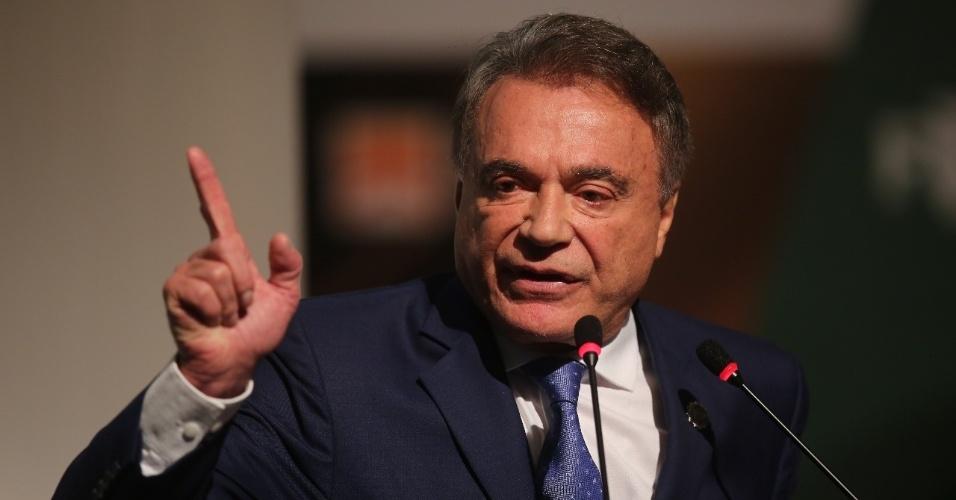 8.mai.2018 - O senador e pré-candidato à Presidência Alvaro Dias (Podemos-PR) discursa durante evento com prefeitos, em Niterói (RJ)