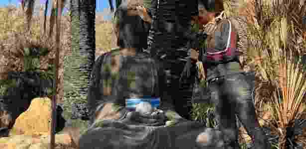 Buda de metal, no jardim da casa de Luiza Black - Fernanda Ezabella / Colaboração UOL - Fernanda Ezabella / Colaboração UOL