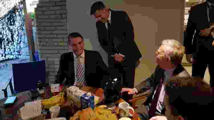 Bolsonaro toma café com John Bolton, conselheiro de Trump, antes de tomar posse como presidente brasileiro - Divulgação
