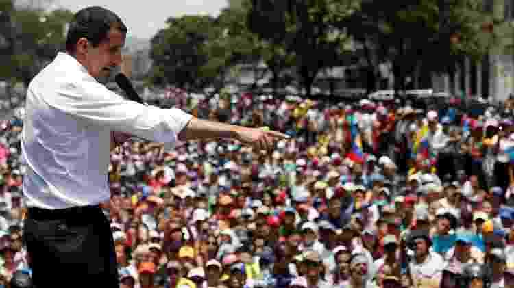 Líder oposicionista Juan Guaidó pediu aos venezuelanos que continuem nas ruas - REUTERS/Carlos Garcia - REUTERS/Carlos Garcia