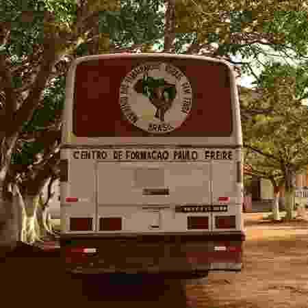 Ônibus do Centro de Formação Paulo Freire - MST