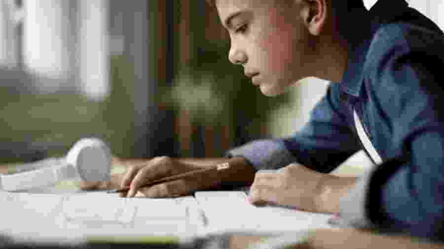 Apenas um terço dos alunos brasileiros alcançou o nível básico em matemática - Getty Images