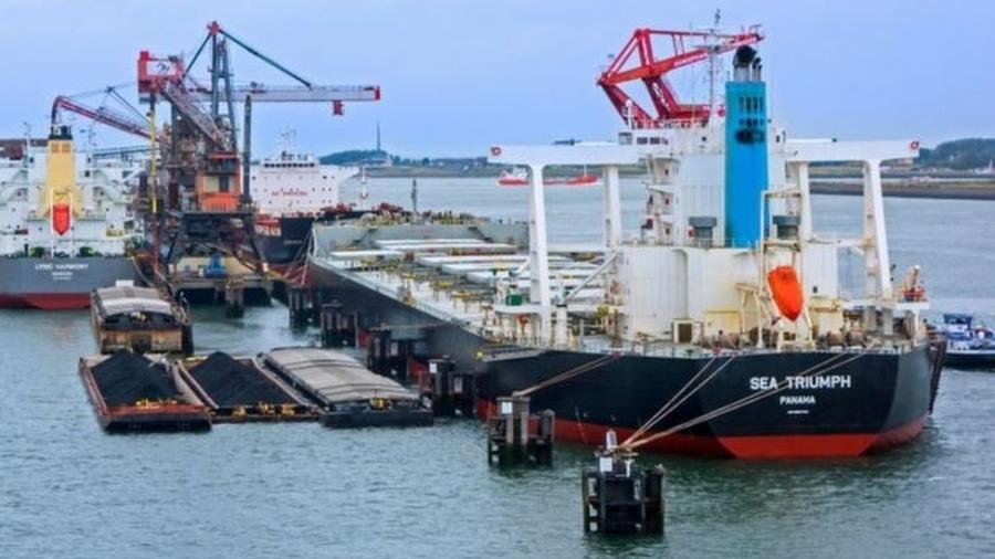 Administração do Canal do Panamá estabeleceu temporariamente uma nova via de navegação, nos acessos à rodovia interoceânica, para evitar a colisão entre os navios que cruzam a rota e os cetáceos - Getty Images