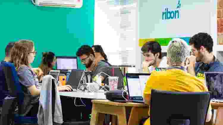 Equipe trabalha na Ribon: startup quer internacionalizar o app - Divulgação