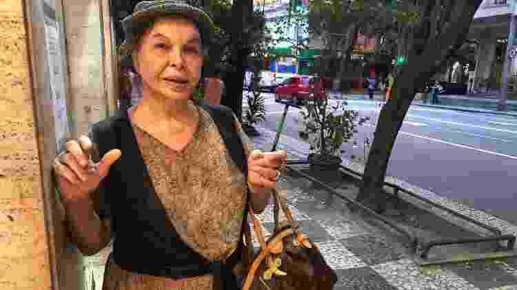 """Dani, 75,  pergunta por que as pessoas têm tanto medo de morrer, """"se todo mundo reclama que a vida está um horror"""" - Paulo Sampaio/UOL"""