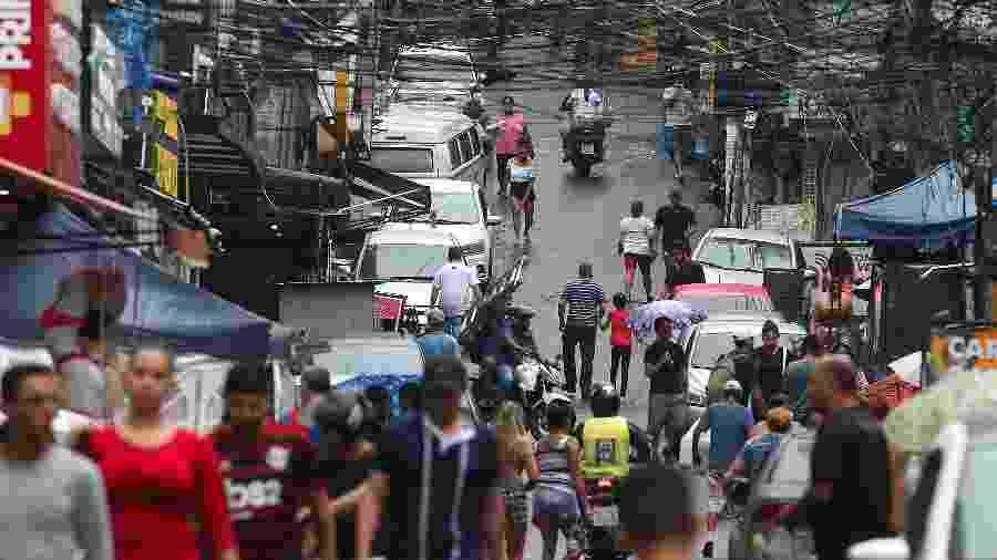 Movimentação na comunidade da Rocinha, no Rio de Janeiro, em abril - DANIEL CASTELO BRANCO/ESTADÃO CONTEÚDO