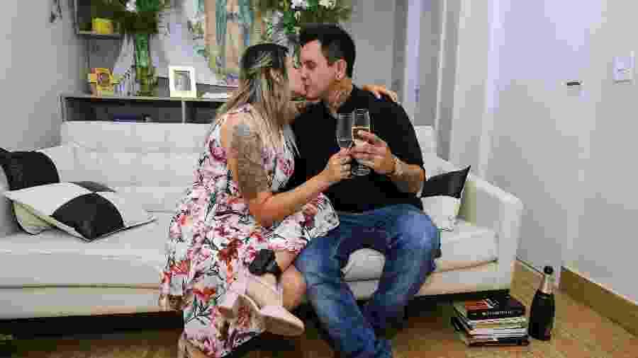 Sara Winter, em prisão domiciliar, ficou noiva de Giovane Rodrigues, na noite de ontem, em Brasília - WALLACE MARTINS/FUTURA PRESS/ESTADÃO CONTEÚDO